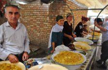 Tadżykistan - ludzie na bazarze.