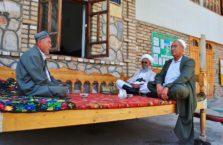 Tadżykistan - mężczyźni na herbacie.