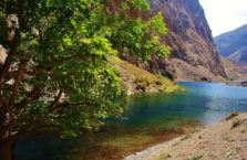 Tadżykistan - zimne jezioro Marguzor w Górach Fańsskich.
