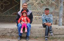 Tadżykistan - ojciec z dzieckiem.