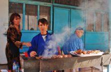 Tadżykistan - sprzedawca szaszłyków.