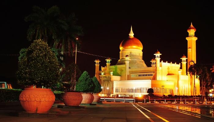 Omar Ali Saifuddien Mosque in Bandar Seri Begawan. The Sultanate of Brunei.