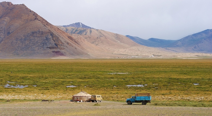 Tajikistan - open spaces, quiet, slow life and one yurt in the middle of nowhere. The autonomous region of Gorno-Badakhshan.