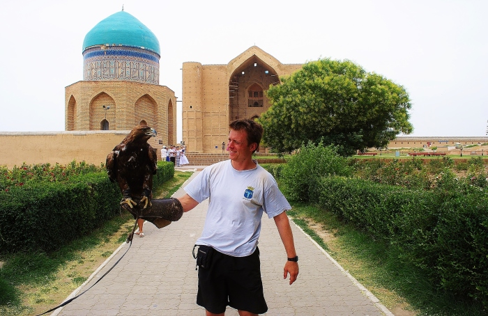 Turkistan - with an eagle an the mausoleum at the background.