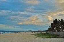 Wietnam -  plaża w Da Nang; (Morze Południowo - Chińskie).