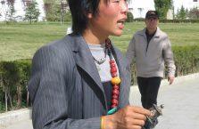 Tybet - sprzedawca koralików.