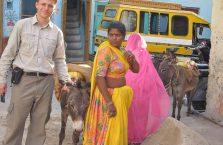 Indie - kobieta po prawej.