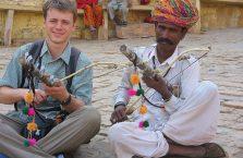 Indie - kolorowy turban.