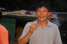 Mongolia - rybak z papierosem.