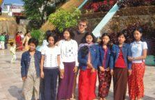 Birma - z kwiatem birmańskiej urody.