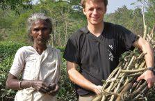 Bangladesz - pomagałem zbierać chrust.