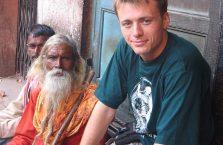 Indie - z brodatym Hindusem.