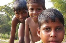 Bangladesz - chłopcy ze Srimangal.
