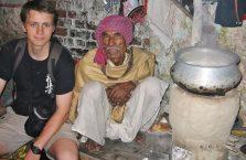 Indie - biedny turban.