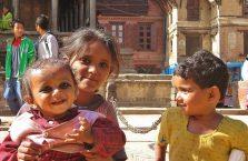 Nepal - dzieci na placy Durbar.