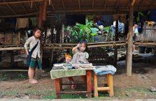 Laos - dzieci z wioski Hmong.