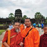 Kambodża - mnisi w Angkor Wat.