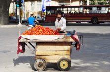 Iran - sprzedawca pomidorów.
