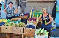 Gruzja - kobiety na bazarze.