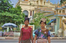 Birma - kobiety w Yangon.