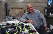 Iran - mężczyzna na bazarze.