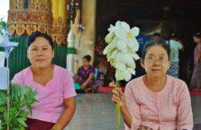 Birma - stare kobiety w świątyni.