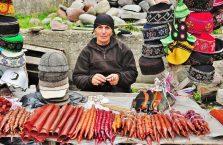 Gruzja - kobieta na bazarze.