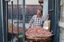 Iran - sprzedawca orzeszków.