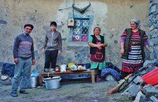 Azerbejdżan -ludzie na wsi.