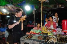 Kambodża - proszę zwrócić uwagę na twarze po prawo.