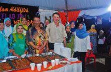 Malezja - z ludźmi na kolacji.