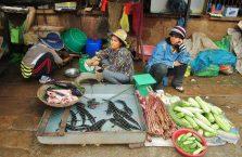 Kambodża - kobieta na bazarze.