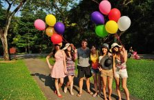 Singapur - z dziewczynami w parku.