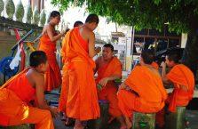 Tajlandia - mnisi niedaleko Laosu.