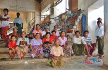 Birma - ludzie w Bagan.