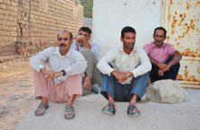 Iran - mężczyźni na wyspie Hormoz.