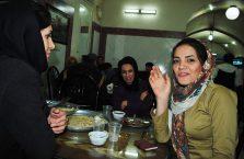 Iran - kobiety w restauracji.