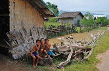 Laos - chłopcy ze wsi.