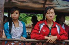 Laos - dziewczyny na bazarze.