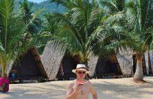 Tajlandia - autor strony na plaży z arbuzem w ręku.