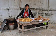 Laos - uliczny stragan.