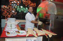 Iran - sprzedawca kebabów.