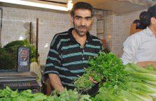 Iran - sprzedawca warzyw.