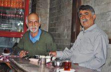 Iran - przy herbacie.