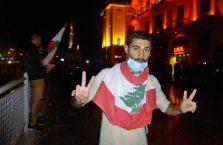 Liban - chłopak na ulicznej awanturze z policją.