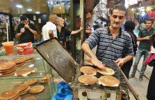 Liban - sprzedawca kanapek.