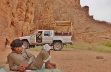 Jordania - Arab na pustyni.