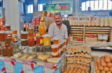 Uzbekistan - sprzedawca miodu.