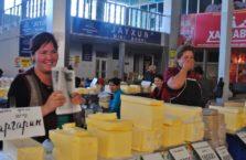 Uzbekistan - kobiety na bazarze.