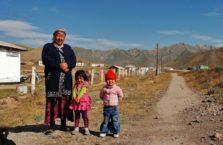 Kirgistan - ludzie w Sary Tasz, na Trasie Pamirskiej.